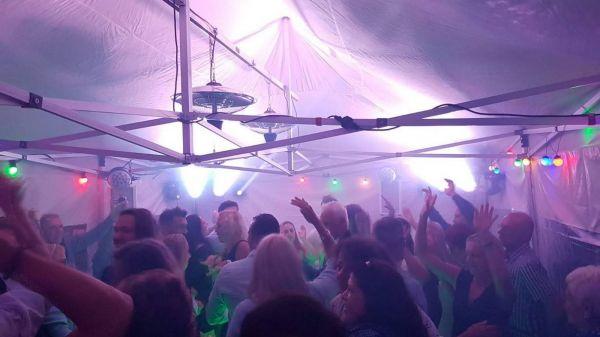 feest in de tent!